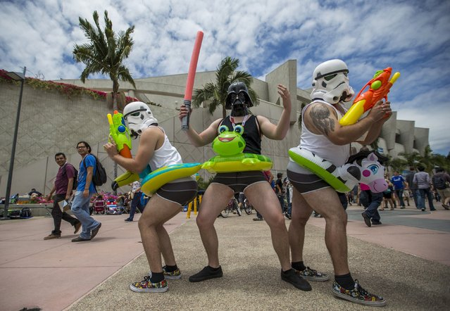 Cosplay enthusiasts pose for photos during the 2015 Comic-Con International Convention in San Diego, California July 10, 2015. (Photo by Mario Anzuoni/Reuters)