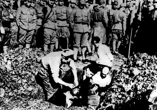 Five Chinese prisoners of war are buried alive by their Japanese captors just outside Nanking after the fall of the Chinese capital, on December 1937.  (Photo by Keystone/Getty Images)