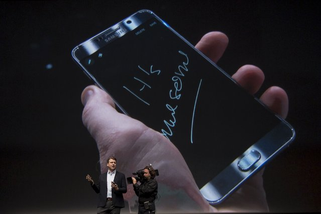 Vice President of Product Strategy and Marketing for Samsung Electronics America, Justin Denison, demonstrates a Samsung Galaxy Note 5 at the product's launch event in New York August 13, 2015. (Photo by Andrew Kelly/Reuters)