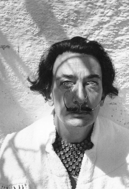 Spanish surrealist artist Salvador Dali wearing a customized pince-nez. 8th January 1955. (Photo by Charles Hewitt)