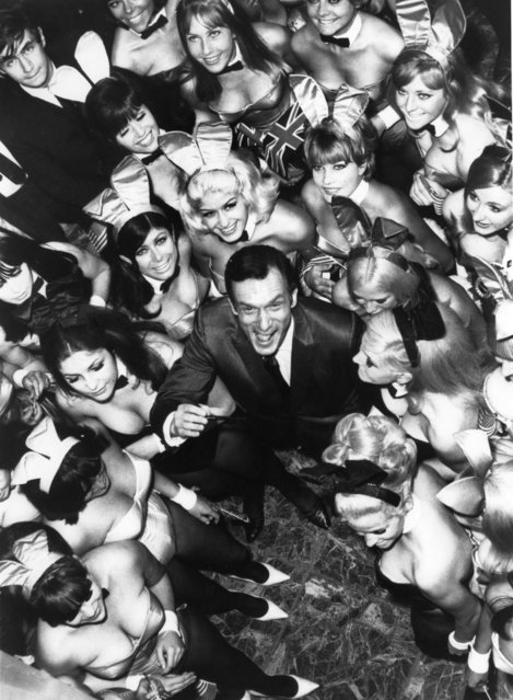 Hugh Hefner, The Director Of The Play-Boy Newspaper And Club, Pictured Surrounded By 50 Bunnies On June 27, 1966. They Were To Work At His New Club In London  (Photo by Keystone-France/Gamma-Keystone via Getty Images)