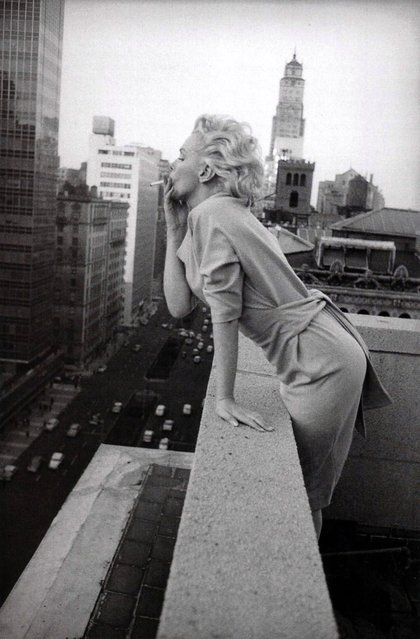 NEW YORK CITY - MARCH 1955: American actress Marilyn Monroe (1926 - 1962) leans over the balcony of the Ambassador Hotel in March 1955 in New York City, New York. (Photo by Michael Ochs Archives)