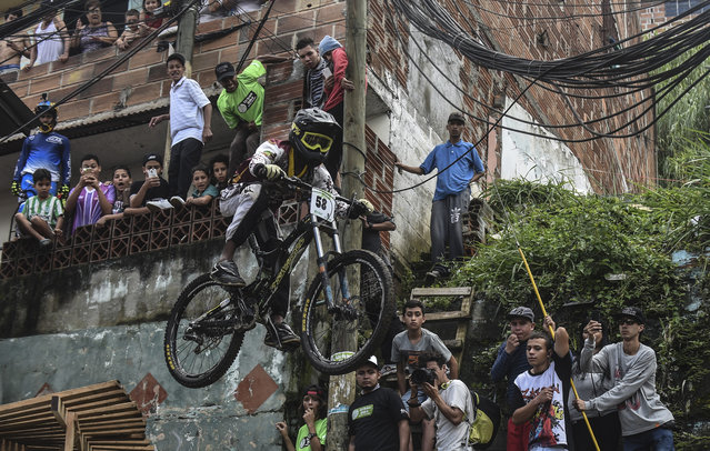 Colombia's downhill rider Sebastian Arias competes during the Urban Bike Inder Medellin race final at the Comuna 1 shantytown in Medellin, Antioquia department, Colombia on November 19, 2017. (Photo by Joaquin Sarmiento/AFP Photo)