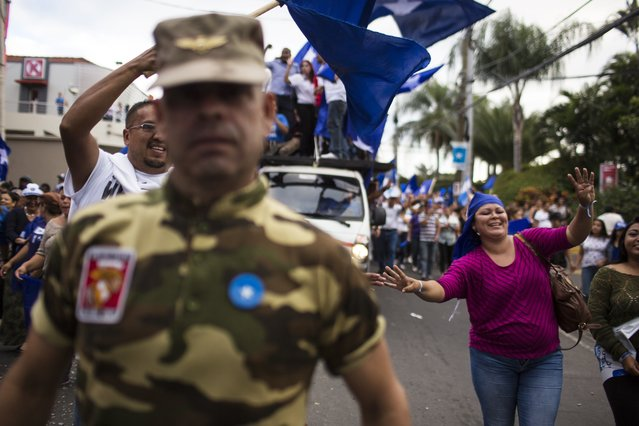 Supporters of Honduran President Juan Orlando Hernandez, who is running for reelection, march to show support for their candidate in Tegucigalpa, Honduras, Tuesday, November 28, 2017. Both Hernandez and his rival Salvador Nasralla, have declared themselves the winner of Sunday's presidential election, but the electoral court said final results would not be announced until Thursday. (Photo by Rodrigo Abd/AP Photo)