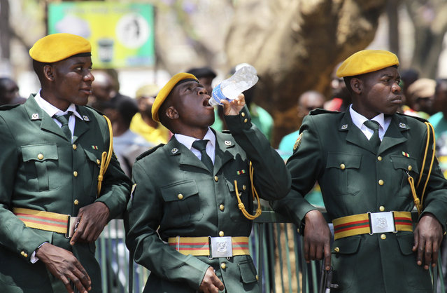 Zimbabwean soldiers relax during the opening of the  4th session of the 8th Parliament of Zimbabwe in Harare, Thursday, October 6, 2016. (Photo by Tsvangirayi Mukwazhi/AP Photo)