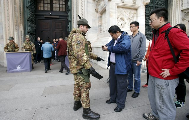 An Alpini Regiment of the Italian Army checks visitors outside the Milan's cathedral, northern Italy, November 20, 2015. Police in Italy and Sweden hunted suspected militants and increased security around public buildings on Thursday after receiving reports that attacks might be planned on their soil following last week's mass killings in Paris. (Photo by Alessandro Garofalo/Reuters)