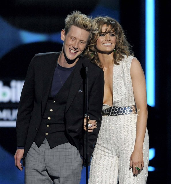 Gabriel Mann and Stana Katic speak during the show. (Photo by Chris Pizzello/Invision)