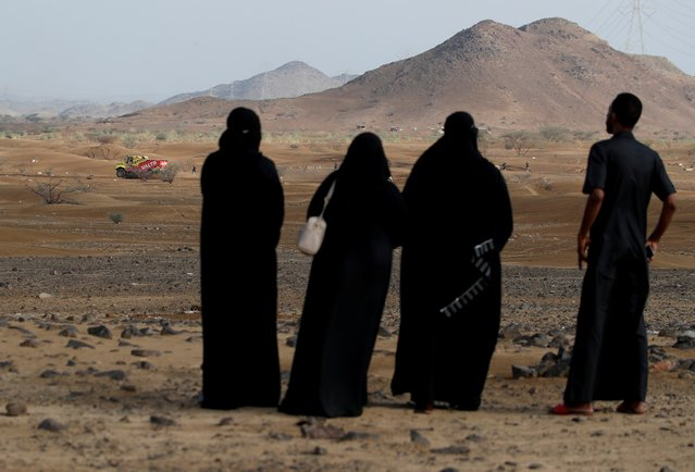 General view as locals look on during the shakedown stage at the Dakar rally near Jeddah, Saudi Arabia on January 1, 2021. (Photo by Hamad I Mohammed/Reuters)