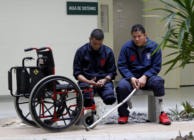 Colombian soldiers who are landmine victims rest after receiving therapy in an army hospital in Medellin August 26, 2015. Picture taken on August 26, 2015. (Photo by Fredy Builes/Reuters)