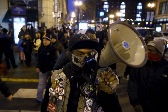 Protestors demonstrate in response to the fatal shooting of Laquan McDonald in Chicago, Illinois November 25, 2015. (Photo by Andrew Nelles/Reuters)