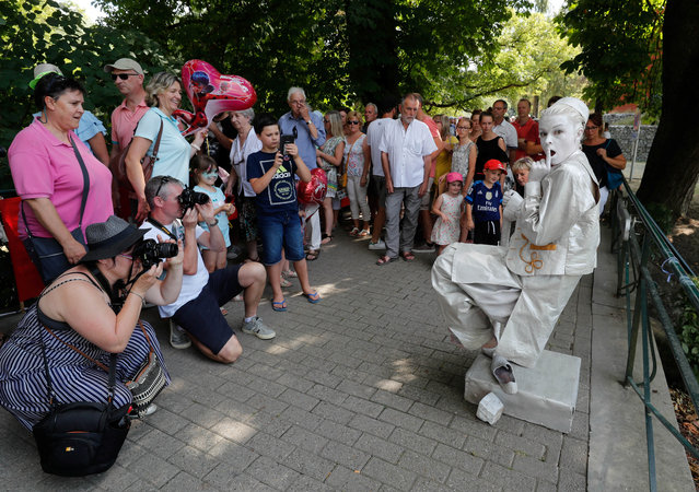 "An artist called ""Aladin"" takes part in the festival ""Statues en Marche"" in Marche-en-Famenne, Belgium, July 22, 2018. (Photo by Yves Herman/Reuters)"