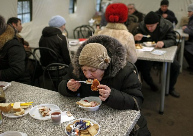 Refugees from eastern Ukraine have a free meal in a volunteer centre near a railway station in Slaviansk February 9, 2015. (Photo by Gleb Garanich/Reuters)
