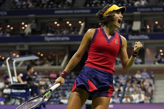 Emma Raducanu, of Great Britain, reacts after scoring a point against Maria Sakkari, of Greece, during the semifinals of the US Open tennis championships, Thursday, September 9, 2021, in New York. (Photo by Frank Franklin II/AP Photo)