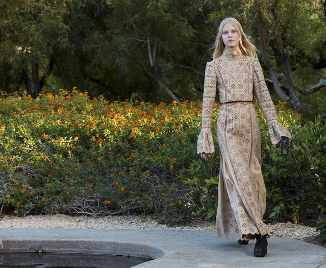 A model presents a design from Louis Vuitton's women CRUISE 2016 collection during a fashion show at the estate of entertainer Bob Hope in Palm Springs, California May 6, 2015. (Photo by Mario Anzuoni/Reuters)