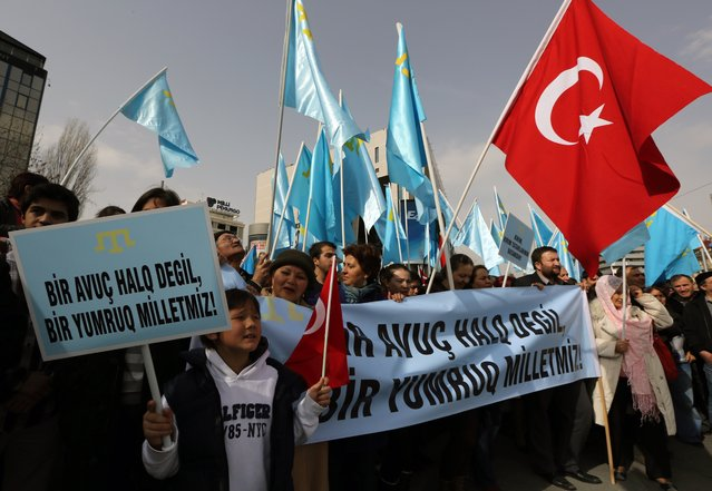 "Turks of Crimean Tatar origin demonstrate to protest against Russia's military intervention in Crimea, Ukraine, in Ankara, Turkey, Sunday, March 2, 2014. The placard reads: ""We are not a handful, but a united nation!"" (Photo by Burhan Ozbilici/AP Photo)"