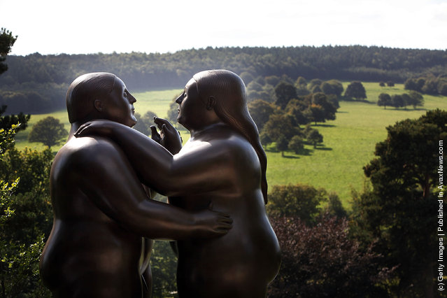 Dancers  by artist Fernando Botero adorn the gardens of Chatsworth House