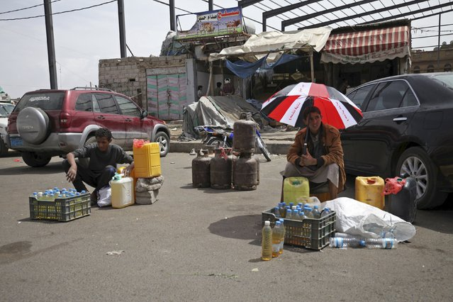 Dealers wait for customers to buy black market fuel amid an acute shortage of fuel in Sanaa, Yemen, July 1, 2015. (Photo by Mohamed al-Sayaghi/Reuters)