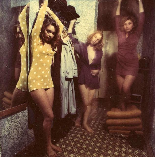 Yoshkar-Ola (1995). This shot of three girls posing feels more carefree. (Photo by Sergey Chilikov)