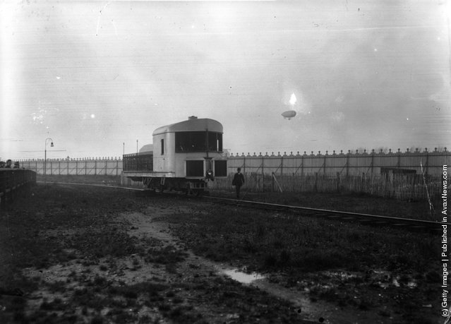 1910:  The Brennan Monorail at White City, London. Willows' airship is visible in the background