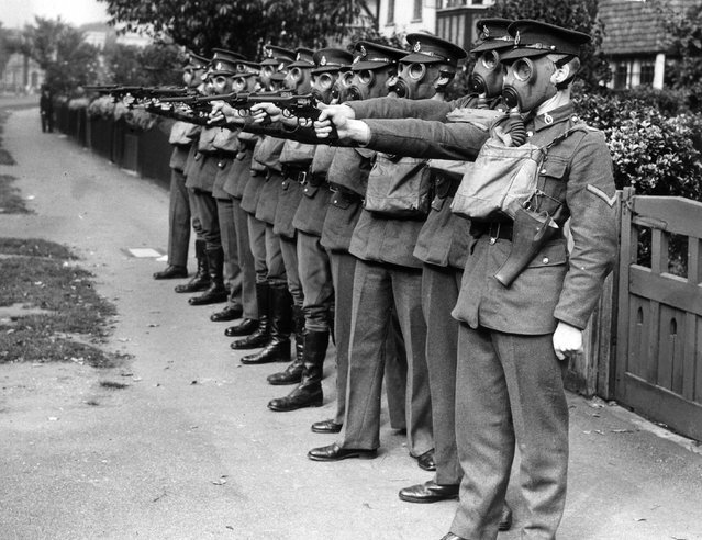A detachment of soldiers stationed in the Home Counties undergoing revolver training in suburbia. UK, 29th September 1939. (Photo by Reg Speller/Fox Photos)