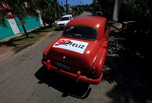 """A sticker is seen on a Chevrolet car in Havana, Cuba, August 13, 2016. The sticker reads, """"90 Happy"""", in reference to the 90th birthday of former Cuban President Fidel Castro. (Photo by Enrique de la Osa/Reuters)"""