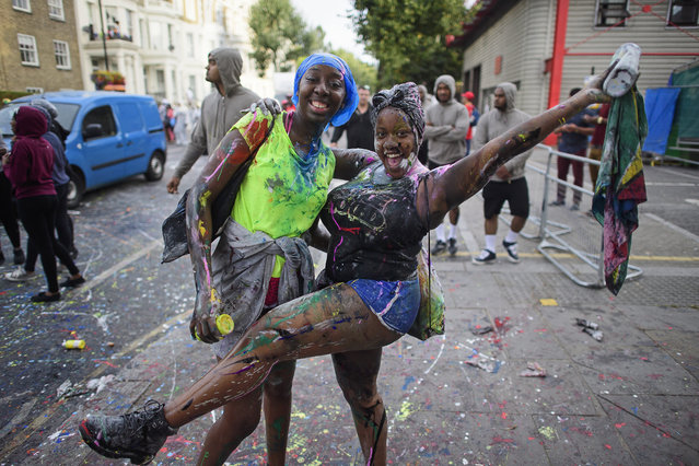 Revellers enjoy Jouvert, a paint fight that officially marks the start of the Notting Hill carnival in London, UK on August 28, 2016. (Photo by Ben Cawthra/London News Pictures)