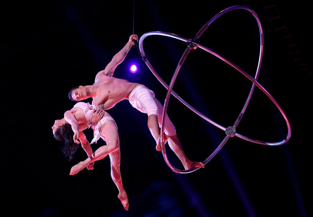 The Duo 2-Zen-0 perform during the Gala evening of the 42th Monte-Carlo International Circus Festival in Monaco, January 23, 2018. (Photo by Claude Paris/Reuters)