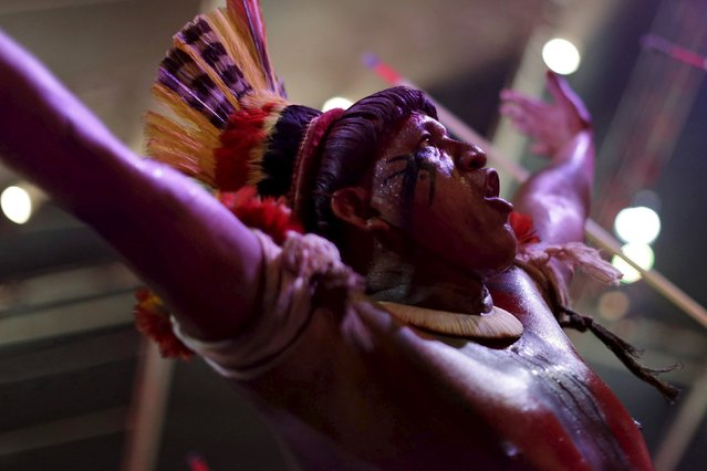 An indigenous man from Kuikuru tribe reacts during a presentation before the I World Games for Indigenous People in Palmas, Brazil, October 21, 2015. (Photo by Ueslei Marcelino/Reuters)