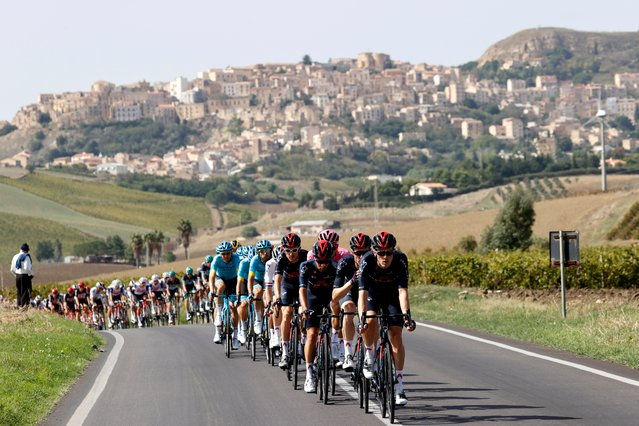 The peloton rides during the second stage of the 2020 Giro d'Italia, a 149 km route between Alcamo and Agrigento, in Agrigento on October 4, 2020. (Photo by Luca Bettini/AFP Photo)