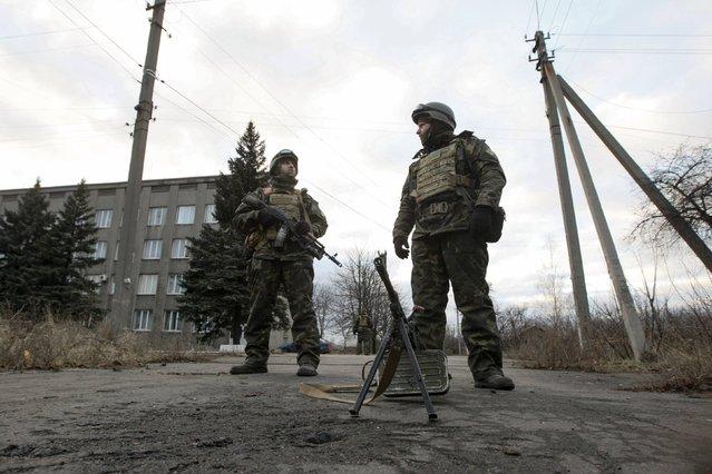 Ukrainian servicemen guard the street in the eastern Ukrainian town of Debaltseve in Donetsk region, December 24, 2014. (Photo by Valentyn Ogirenko/Reuters)
