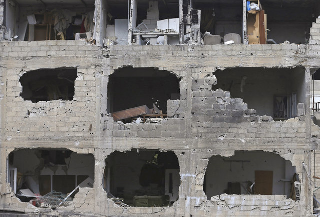A general view shows a damaged building in the rebel-held area of Jobar, a suburb of Damascus, December 22, 2014. (Photo by Bassam Khabieh/Reuters)