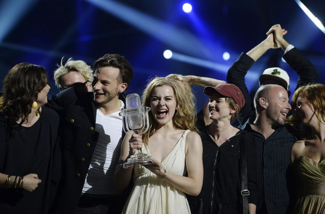 "Emmelie de Forest (C) of Denmark celebrates holding her trophy after she won the 2013 Eurovision Song Contest with her song ""Only Teardrops"" at the Malmo Opera Hall in Malmo May 18, 2013. (Photo by Jessica Gow/Reuters/Scanpix)"