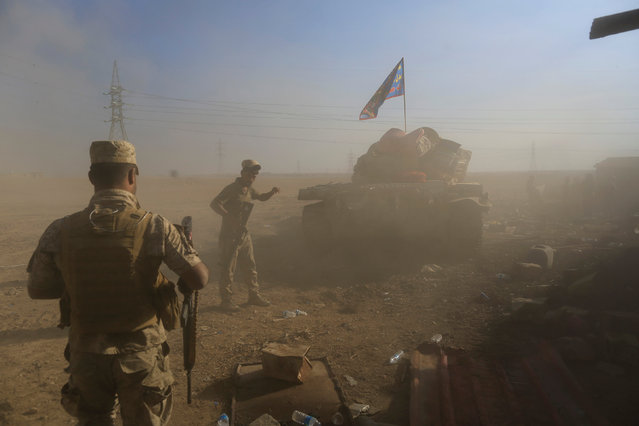 Iraqi soldiers are seen among dust after a tank fired towards Islamic State fighters' position during a battle in the Shahrazed district of eastern Mosul, Iraq November 4,  2016. (Photo by Zohra Bensemra/Reuters)