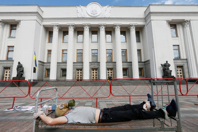 An activist takes part in a performance as he protests against torture on the International Day in Support of Victims of Torture, in front of the Ukrainian parliament in Kiev, Ukraine June 26, 2018. (Photo by Valentyn Ogirenko/Reuters)