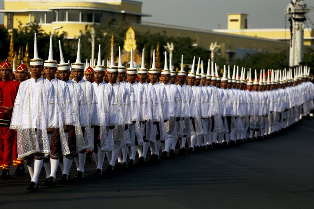 Officials take part in a procession with the royal carriage containing the remains of Thailand's late Supreme Patriarch, Somdet Phra Nyanasamvara Somdet Phra Sangharaja, during his cremation ceremony in Bangkok, Thailand, December 16, 2015. (Photo by Athit Perawongmetha/Reuters)