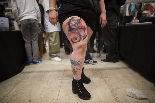 A woman shows her tattoos during a tattoo convention in the Andalusian capital of Seville February 14, 2015. (Photo by Marcelo del Pozo/Reuters)