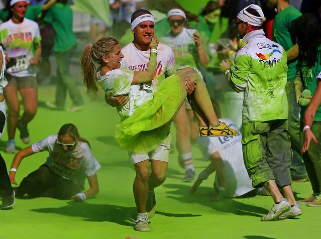 People take part in The Color Run in Brussels, on September 29, 2013. (Photo by Yves Herman/Reuters)