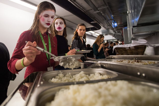 Models have lunch backstage during the second bi-annual Budapest Central European Fashion Week in Budapest, Hungary, 27 October 2018. (Photo by Zoltan Balogh/EPA/EFE)