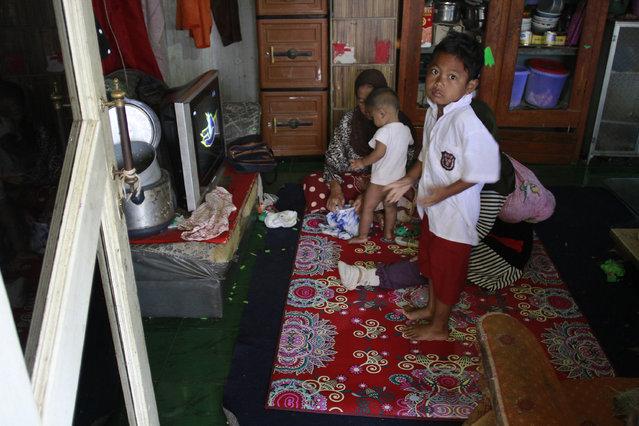 Dihan prepares to go to school. (Photo by Rezza Estily/JG Photo)