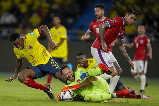 Colombia's goalkeeper David Ospina blocks an attack by Chile's Erick Pulgar during a qualifying soccer match for the FIFA World Cup Qatar 2022 in Barranquilla, Colombia, Thursday, September 9, 2021. (Photo by Fernando Vergara/AP Photo)