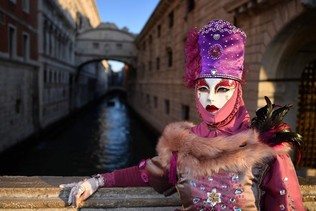 A reveller wearing a mask and a period costume takes part in the Venice Carnival on February 24, 2019 in Venice, Italy. (Photo by Alberto Pizzoli/AFP Photo)