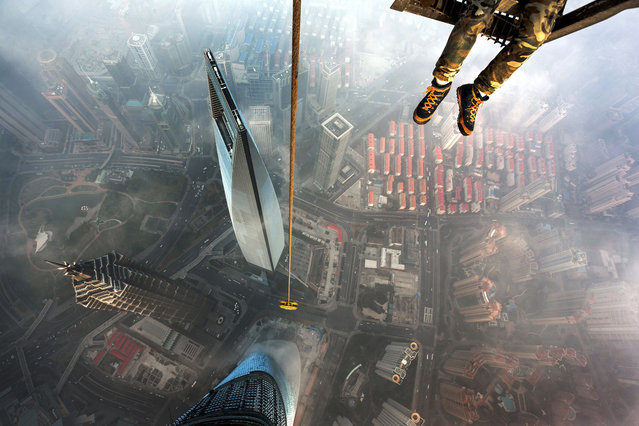 Urban ninjas, Vadim Makhorov and Vitaly Raskalov, climbed continuously for two hours before conquering the partly constructed, Shanghai tower. (Photo by Vitaly Raskalov/Caters News Agency)