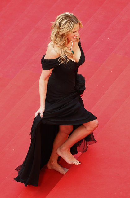 """Cast member Julia Roberts walks on the red carpet for the screening of the film """"Money Monster"""" out of competition during the 69th Cannes Film Festival in Cannes, France, May 12, 2016. (Photo by Yves Herman/Reuters)"""