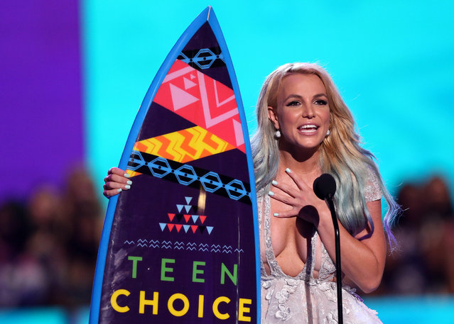 Britney Spears accepts the choice style icon award at the Teen Choice Awards at the Galen Center on Sunday, August 16, 2015, in Los Angeles. (Photo by Matt Sayles/Invision/AP Photo)