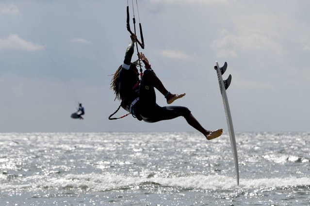 Kitesurfer Jan Marcos Riveras of the Dominican Republic loses his surf during the Kitesurf World Cup on the Baltic Sea in Fehmarn, northern Germany on August 19, 2017. Around 70 participants from 19 nations will take part in various disciplines and approximately 100,000 spectators are expected. (Photo by Carsten Rehder/AFP Photo/DPA)