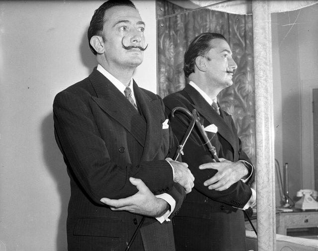 Spanish surrealist artist Salvador Dali (1904–1989) next to a mirror. 3rd December 1951. (Photo by Ron Gerelli)