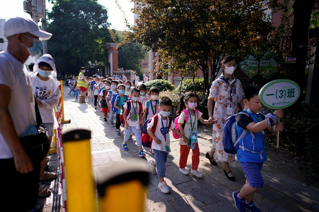 Students wearing protective face masks walk out of a primary school, following the coronavirus disease (COVID-19) outbreak in Wuhan, Hubei province, China on September 2, 2020. (Photo by Aly Song/Reuters)