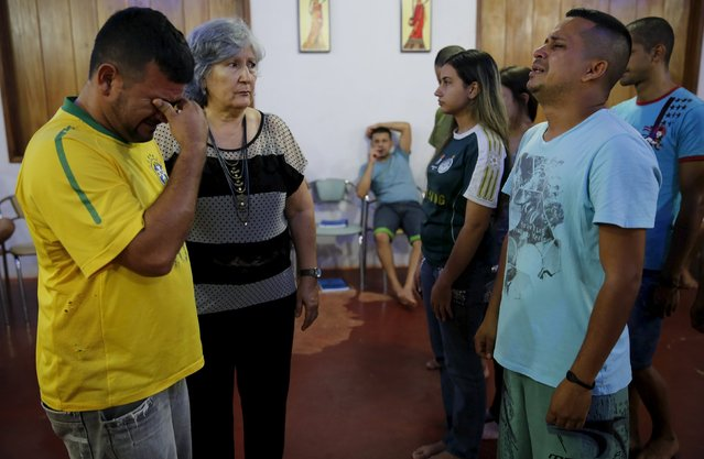 Psychologist Maria Junquera (2nd L) conducts a Family Constellations therapy session with prisoners Sergio Luiz Brito Aponte (L), 38, and Alexandre Valente, 31 (2nd R) as part of the ACUDA programme, at a complex of ten prisons in Porto Velho, Rondonia State, Brazil, August 27, 2015. (Photo by Nacho Doce/Reuters)