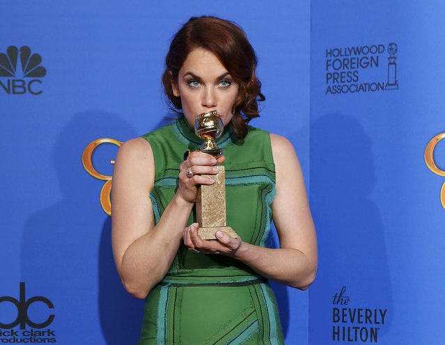 "Ruth Wilson poses with her award for Best Actress in a TV Series, Drama  or her role in ""The Affair"" backstage at the 72nd Golden Globe Awards in Beverly Hills, California January 11, 2015. (Photo by Mike Blake/Reuters)"