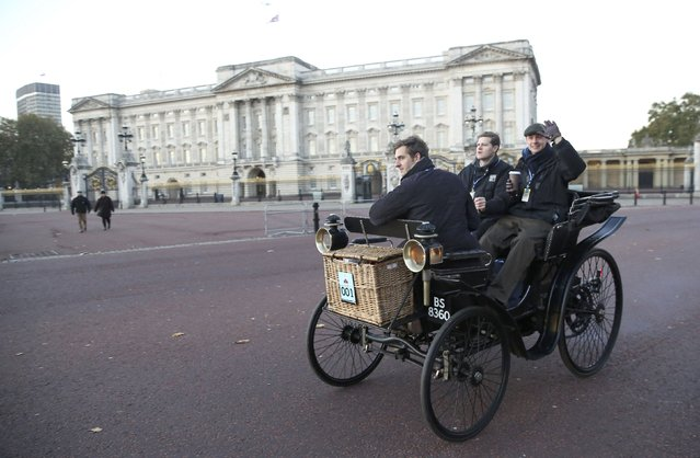 Participants drive their 1895 Peugeot car past Buckingham Palace during the annual London to Brighton veteran car run in London, Britain November 6, 2016. (Photo by Neil Hall/Reuters)